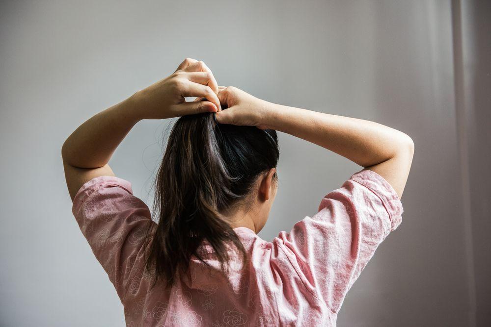 Sudah Janjian, Rambut Berantakan, Tapi Malas Keramas? Ini 5 Solusinya!