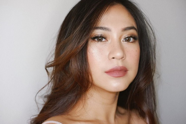 Ini Tips Wajah Sehat a la Tyna Kanna Mirdad Meski Sering Makeup