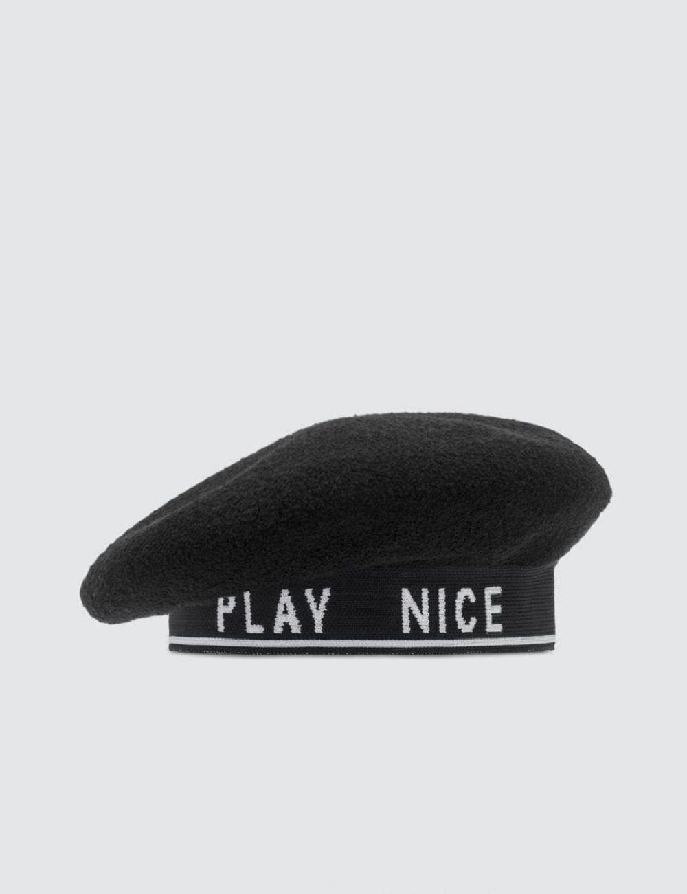 Topi Keren yang Bisa Kamu Andalkan Saat Bad Hair Day