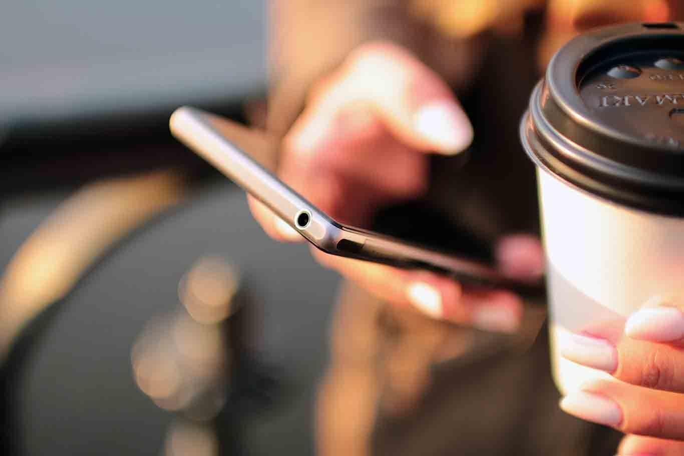 7 Hal yang Nggak Seharusnya Kamu Bagikan ke Sosial Media