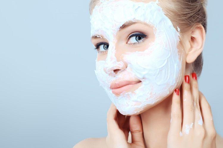 6 Cara Mudah Membuat Masker Pencerah Wajah