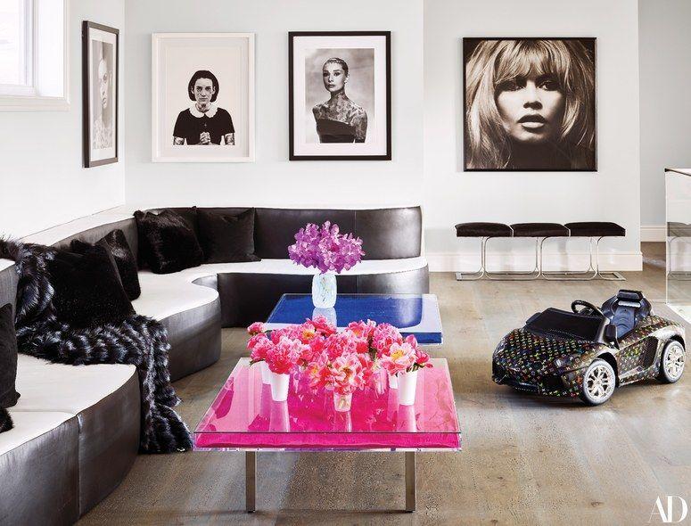 Rumah Kylie Jenner Dihiasi Artwork Harga Miliaran & Handuk Rp42 Juta