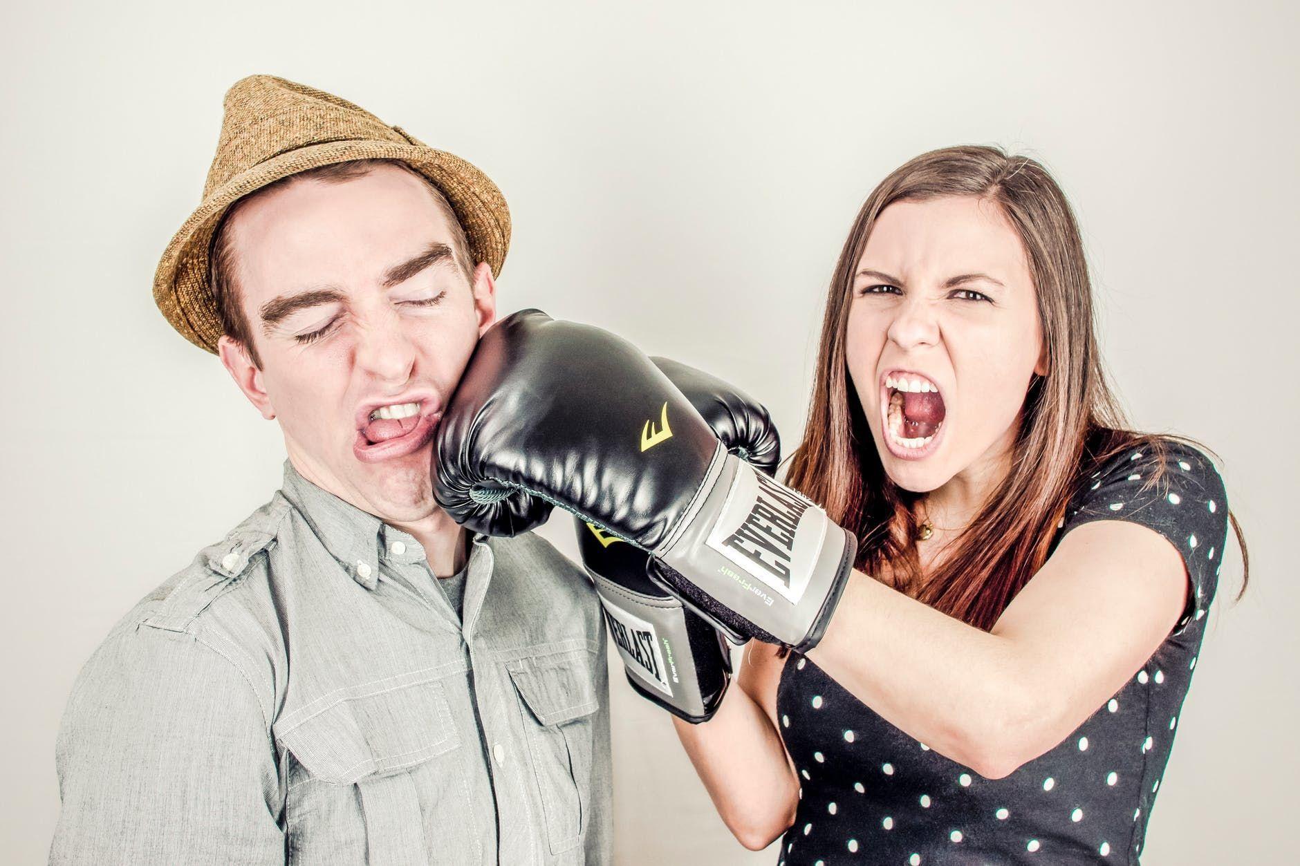 5 Langkah Menghadapi Pasangan yang Terlalu Suka Bermain Game