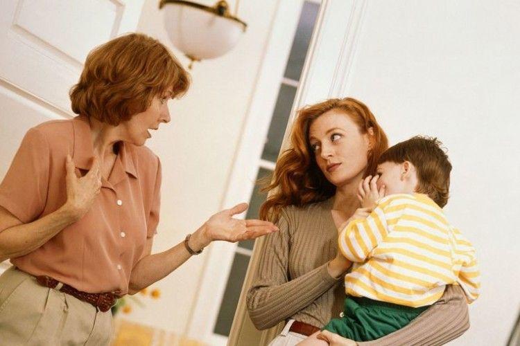 7 Tanda yang Menandakan Kamu Perlu Lebih Akrab Lagi dengan Ibu Mertua