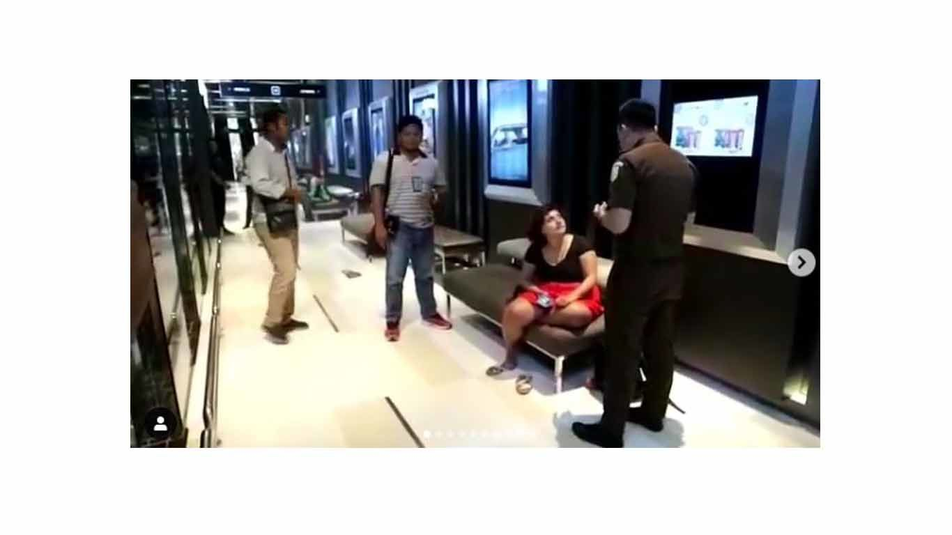 Wisatawan Asing yang Tampar Petugas Imigrasi Ngamuk di Mall