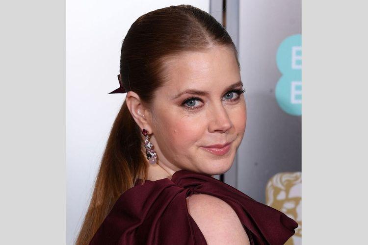 8 Gaya Makeup Memukau Para Seleb di BAFTA 2019