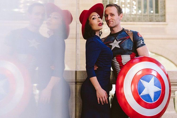 Unik Banget! Pasangan Ini Ciptakan Foto Pertunangan a la Cosplay