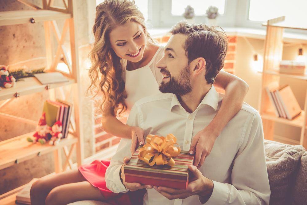 5 Cara Gampang Bikin Pacarmu Makin Sayang
