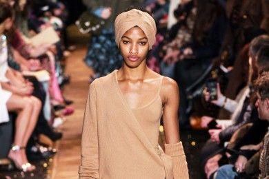 Trend Busana Warna Earthy Pada Koleksi Fall 2019