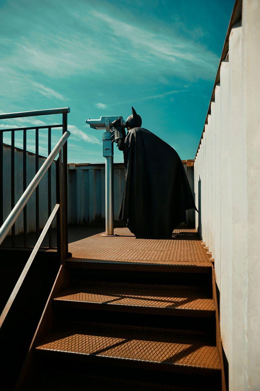 Begini Gaya Batman Saat Lagi Meliburkan Diri Membasmi Kejahatan