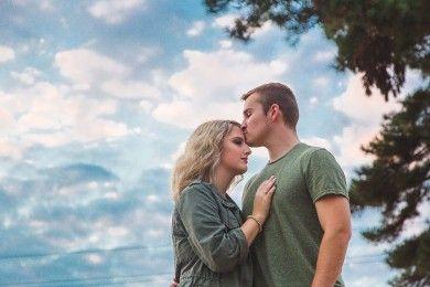 Romantis! Ini 6 Alasan di Balik Pasangan Mencium Keningmu
