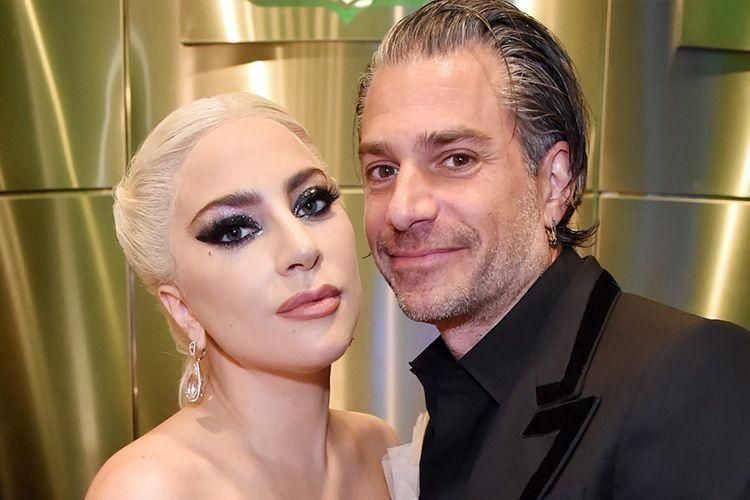 Ketahuan Nggak Pakai Cincin, Lady Gaga dan Tunangannya Resmi Putus!