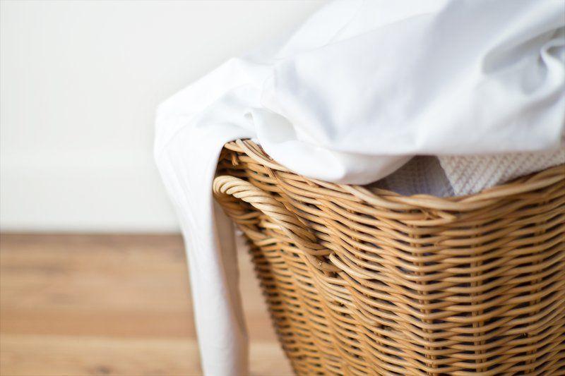 Biar Nggak Mudah Kusam, Ini Dia 4 Trik untuk Mencuci Kemeja Putihmu