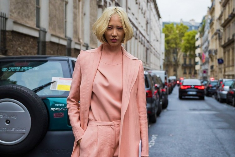 Tampil Lebih Chic, Ini Dia Busana Nuansa Pink yang Bisa Kamu Pakai