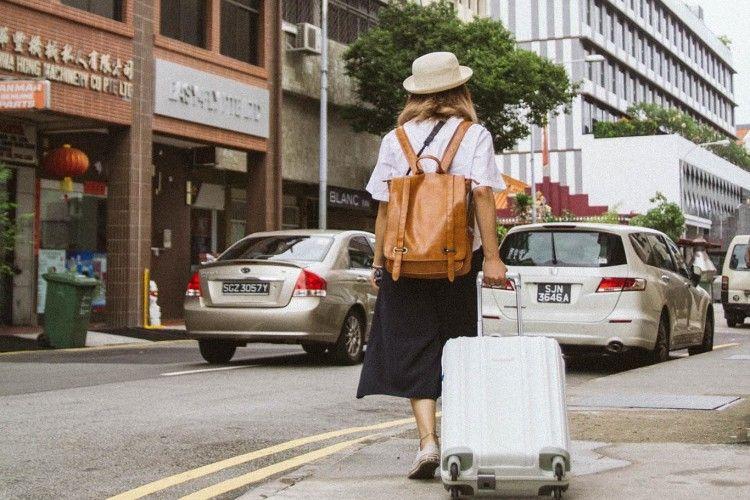 7 Hal yang Bisa Kamu Lakukan Saat Traveling Sendiri di Kota Baru