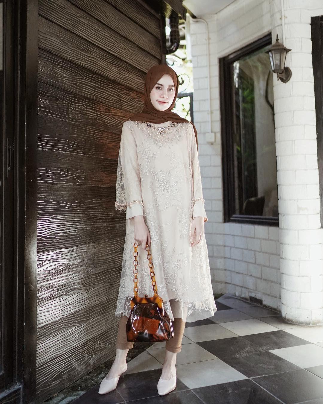 Tampil Anggun, Ini Dia 9 Inspirasi Busana untuk Bridesmaid