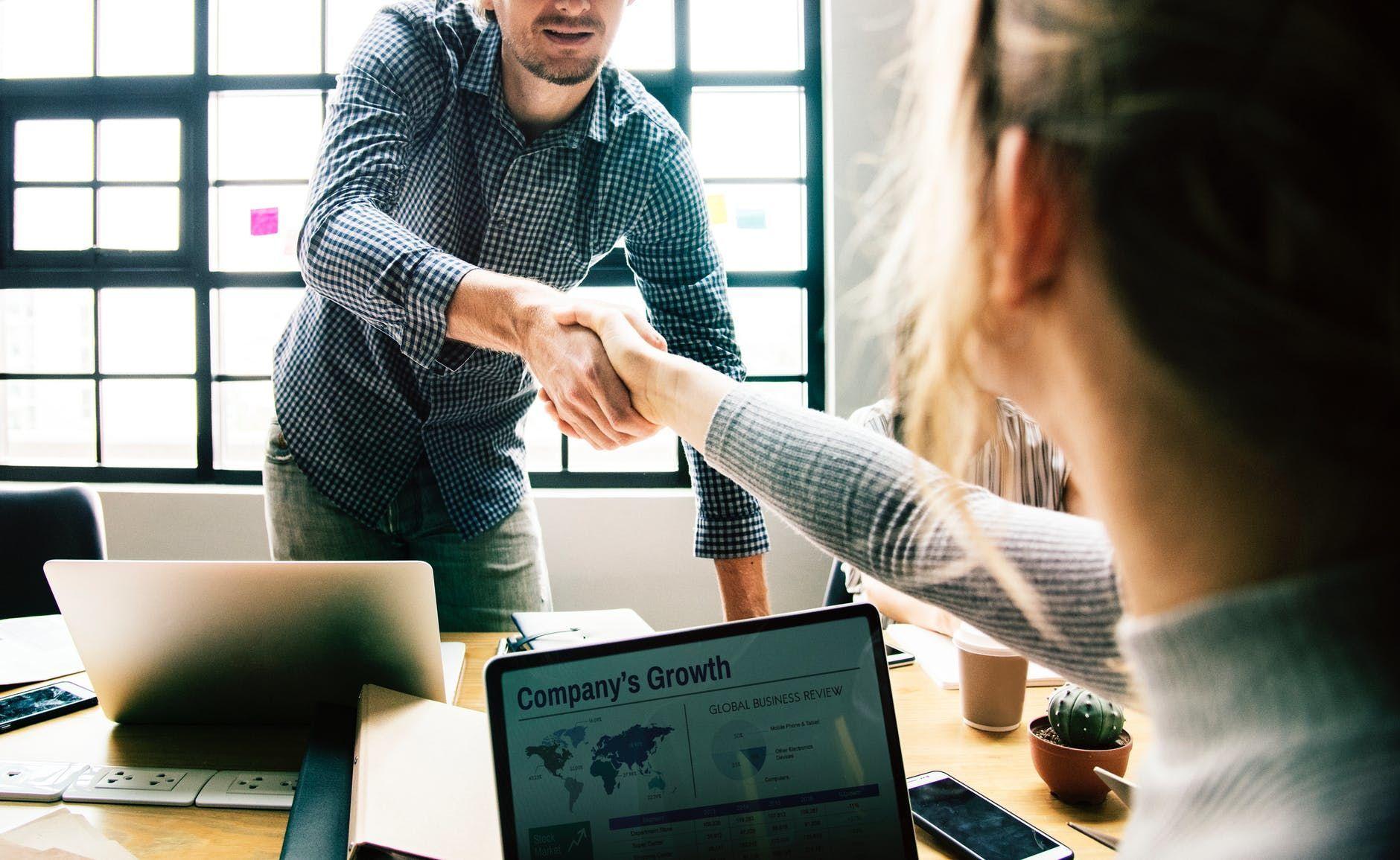 5 Cara Mengatasi Sharing Berlebihan di Kantor