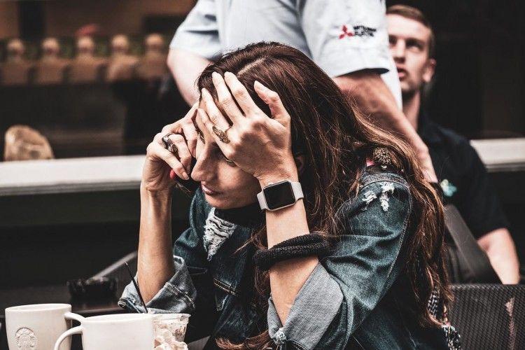 6 Tips Berlatih Mengelola Stres Saat Banyak Kerjaan Menumpuk