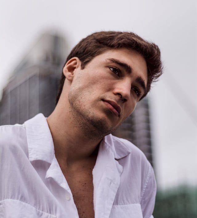 Transformasi Suami Aura Kasih, dari 'Manly' Banget Sampai Super 'Hot'