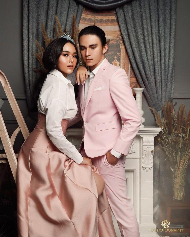 Berpose Intim, 7 Pasangan Seleb Ini Dikira Lakukan Foto Pre-Wedding