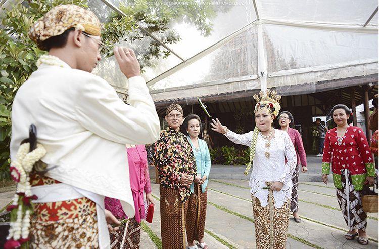 Penuh Makna, Begini 7 Tata Cara Pernikahan Adat Jawa