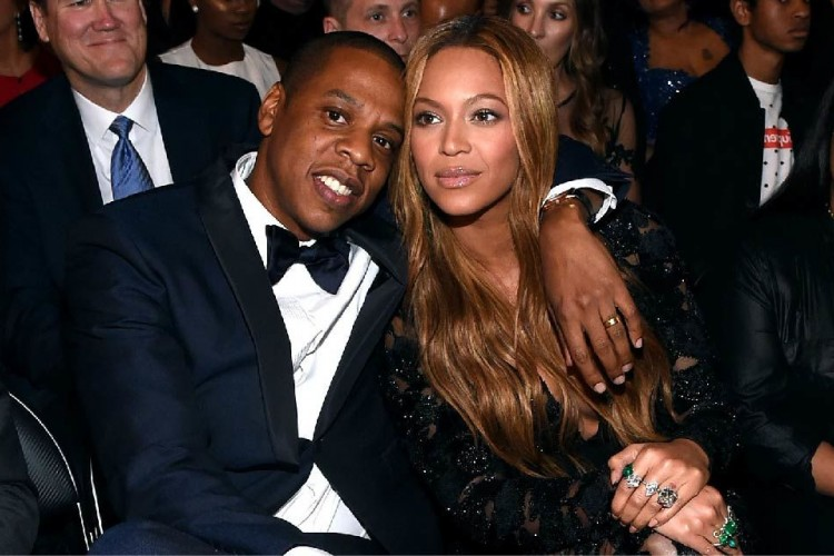 Pernah Dikabarkan Selingkuh, Pasangan Ini Memilih untuk Tetap Bersama