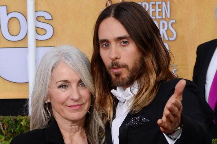 Bikin Meleleh, Ini Aktor Hollywood yang Sangat Dekat dengan Ibunya