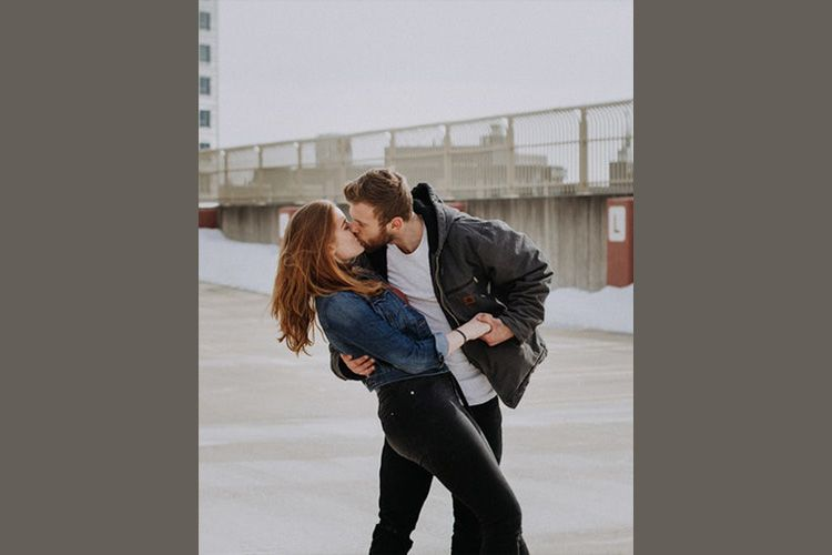 Berdasarkan Zodiak, Inilah Cara Terbaik Kamu Mencium Pasanganmu