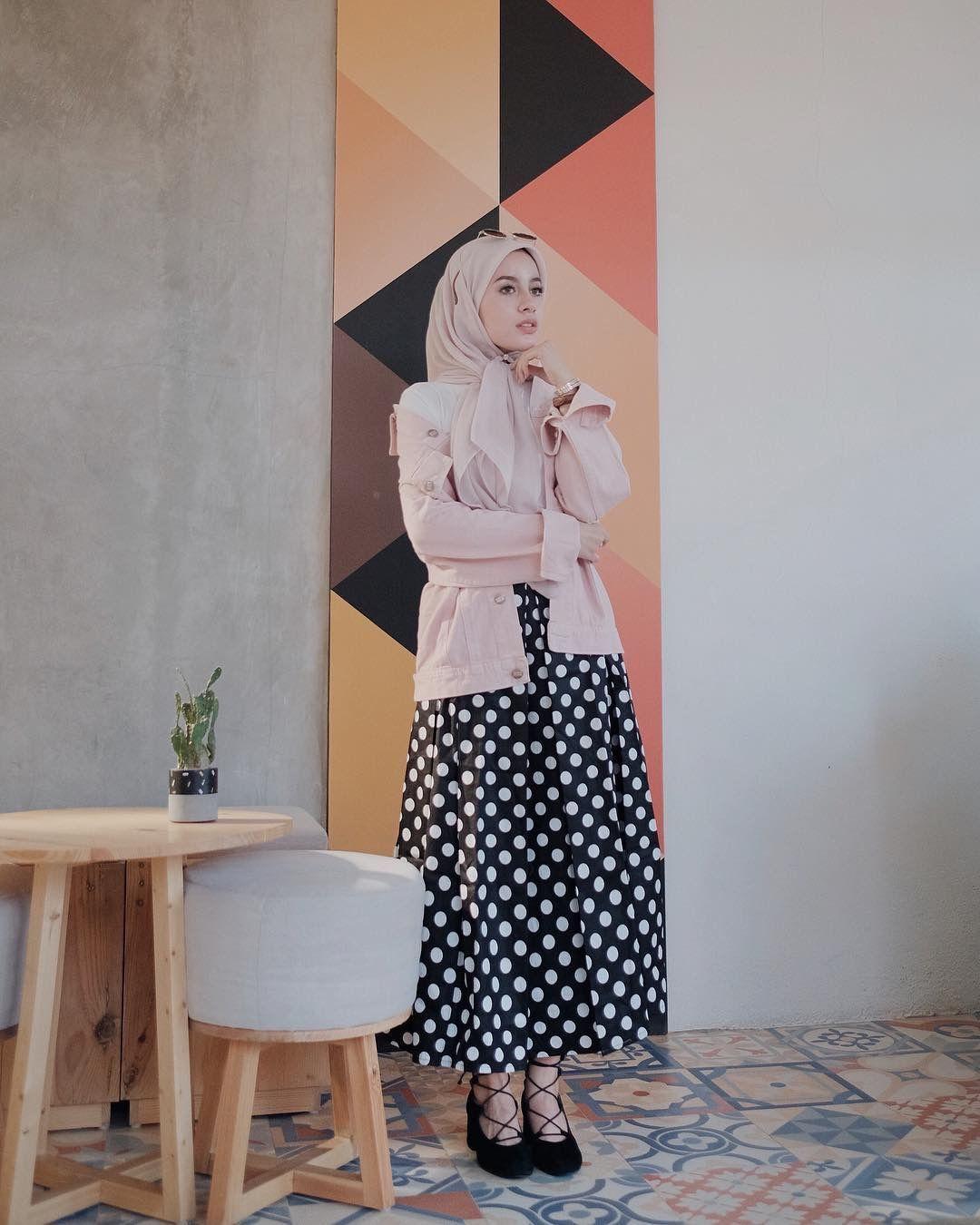 Inspirasi OOTD Hijab Kasual buat Kamu yang Anti-Ribet