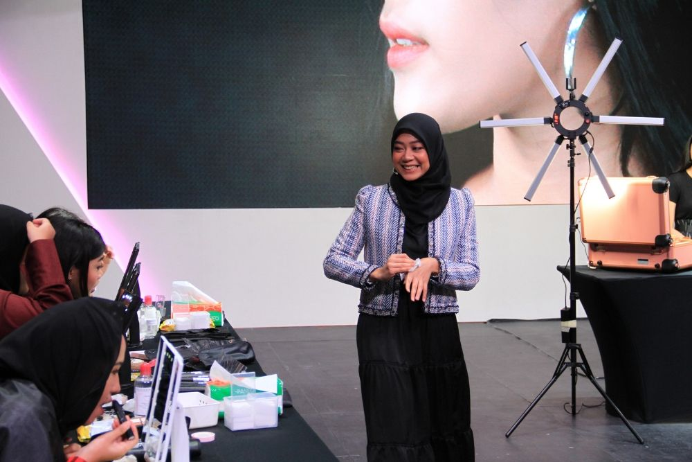 #BFA2019: Tips Glowy Bronzey Make Up Look A La Arsya Nafisa