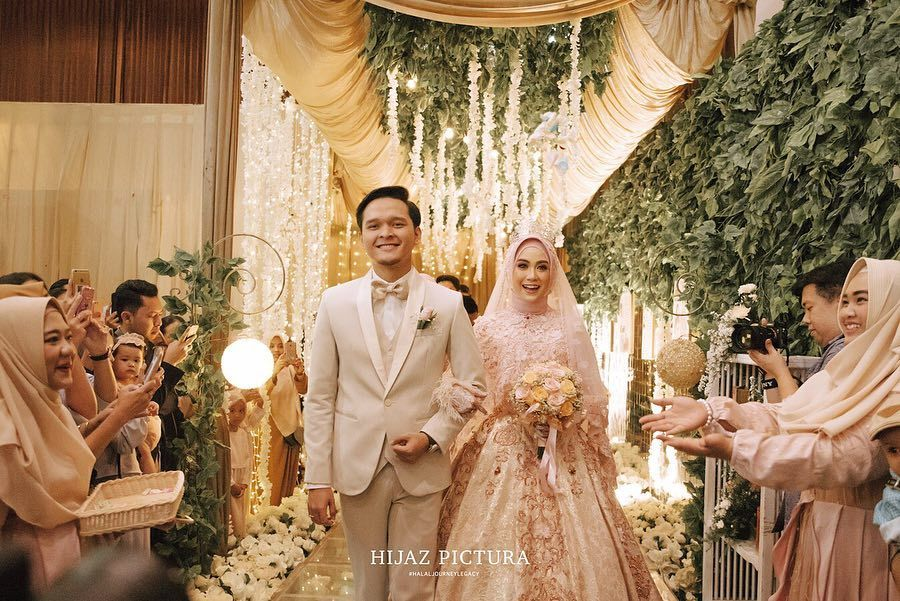 So Inspiring! Ide Gaun Pengantin Muslimah a la 5 Selebriti Indonesia