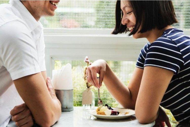 5 Topik Pembicaraan Saat Kencan dengan Si Dia!
