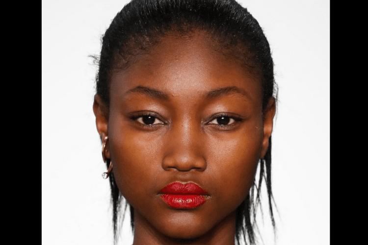 7 Inspirasi Makeup Terbaik dari Panggung Runway
