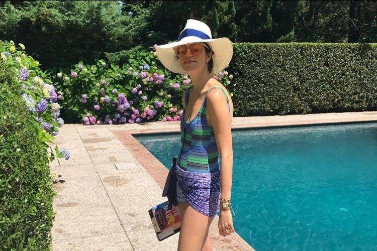 Lengkapi Liburan Musim Panasmu dengan Pilihan Swimsuit Warna Cerah