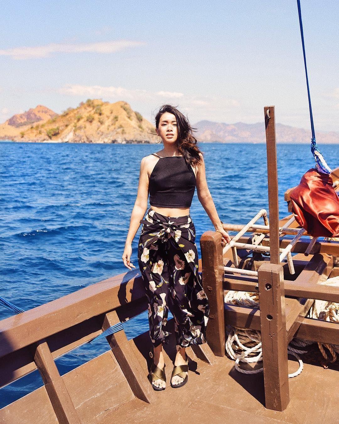 Tambah Trendi Saat Liburan ke Pantai, Contek 5 OOTD A la Influencer