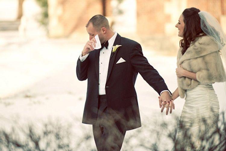 Ekspresi Haru 9 Laki-Laki Saat Melihat Pengantinnya di Hari Pernikahan