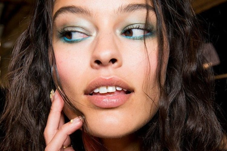 7 Rekomendasi Skincare untuk Menghaluskan Wajah