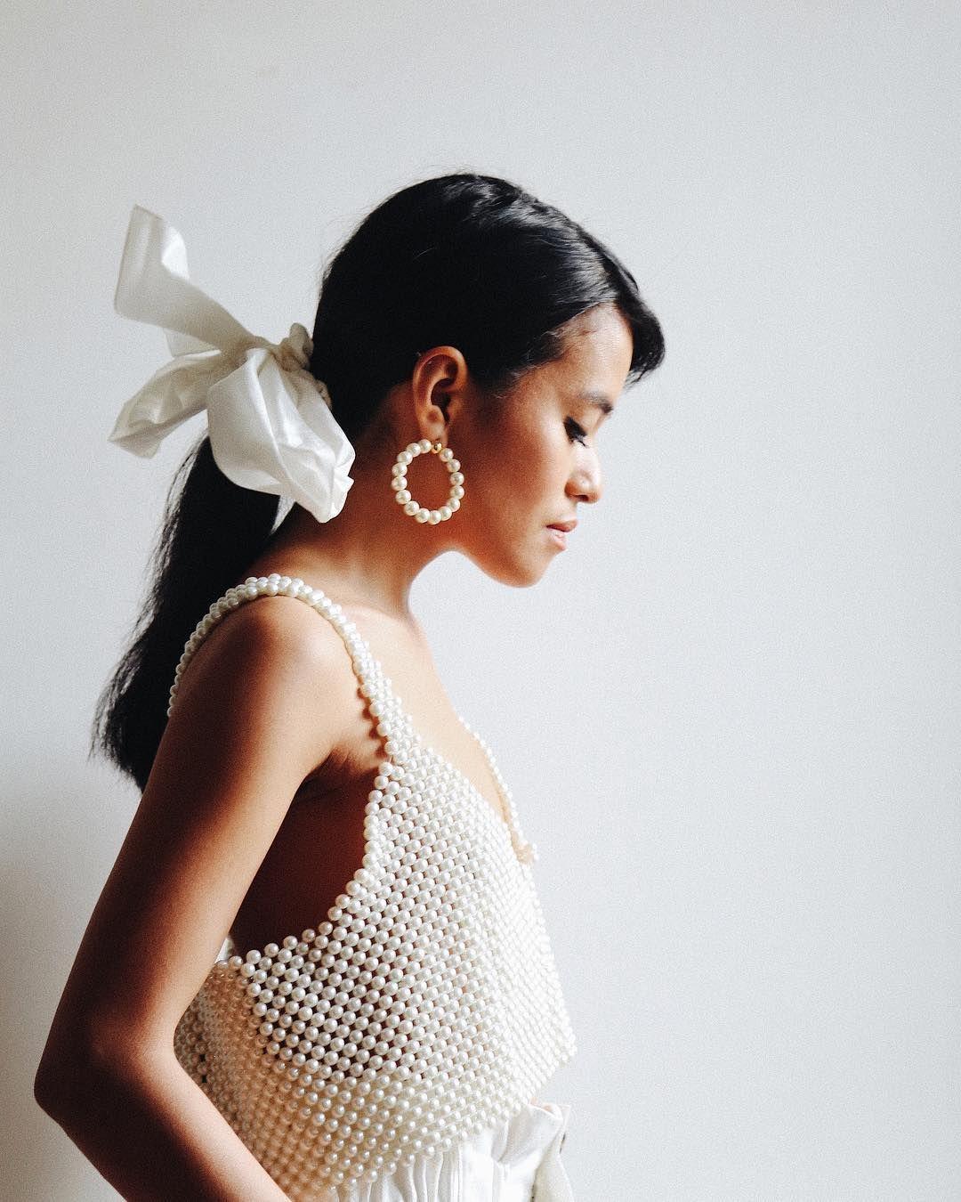 9 Model Baju Atasan Wanita yang Lagi Hits dikalangan Fashion Blogger