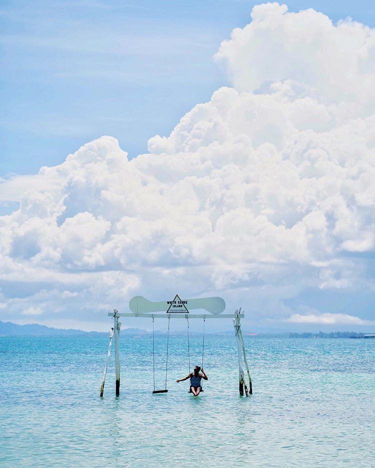 7 Pantai di Indonesia yang Jadi Surga Para Penikmat Lautan