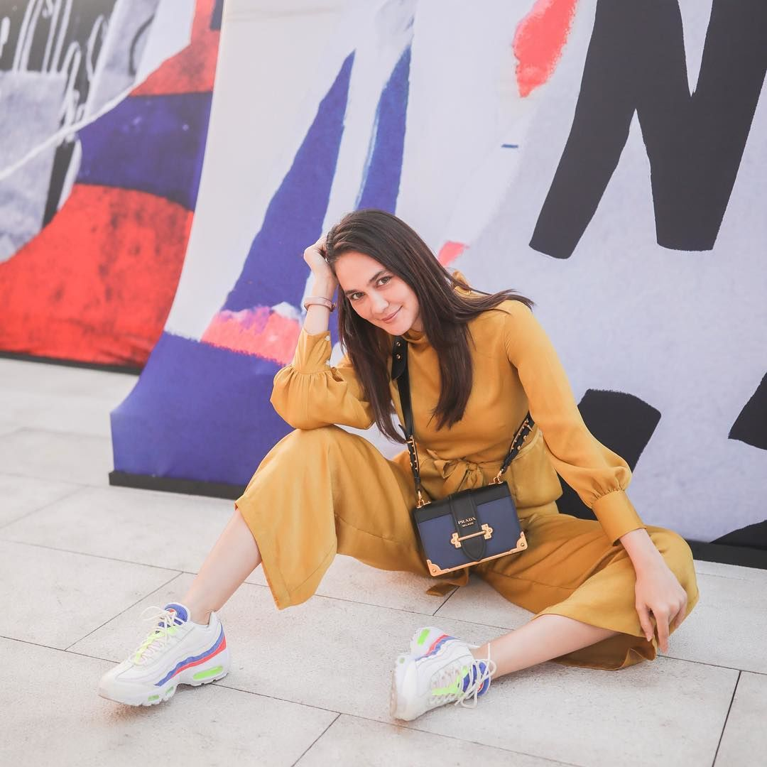 5 Fashion Item Ini Buktikan Luna Maya Punya Gaya Liburan yang Kekinian