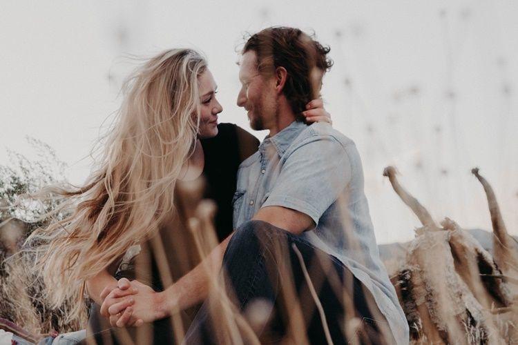 Bikin Si Dia Baper Lewat 20 Puisi Cinta Romantis Buat Pacar Ini