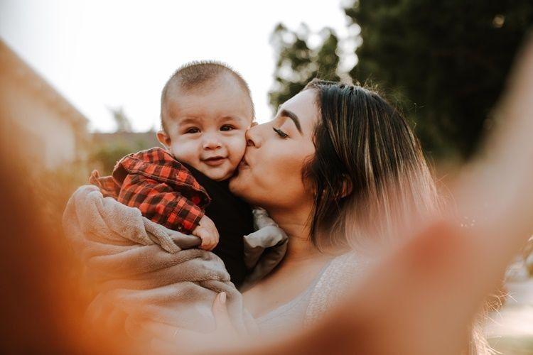 Arti Mimpi Gendong Bayi, Benarkah akan Dapat Keberuntungan?