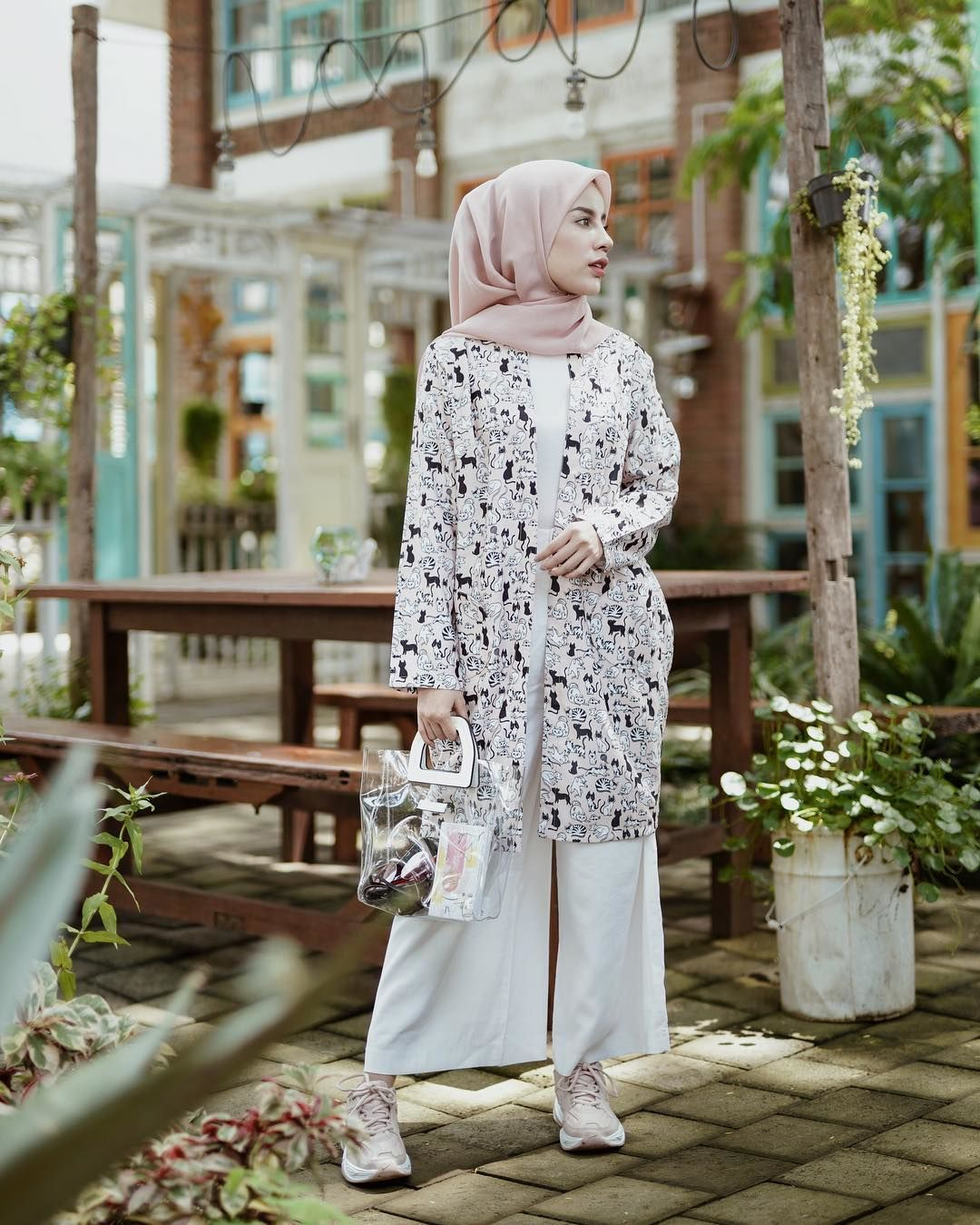5 Fashion Item Statement untuk Style Hijab ke Pantai