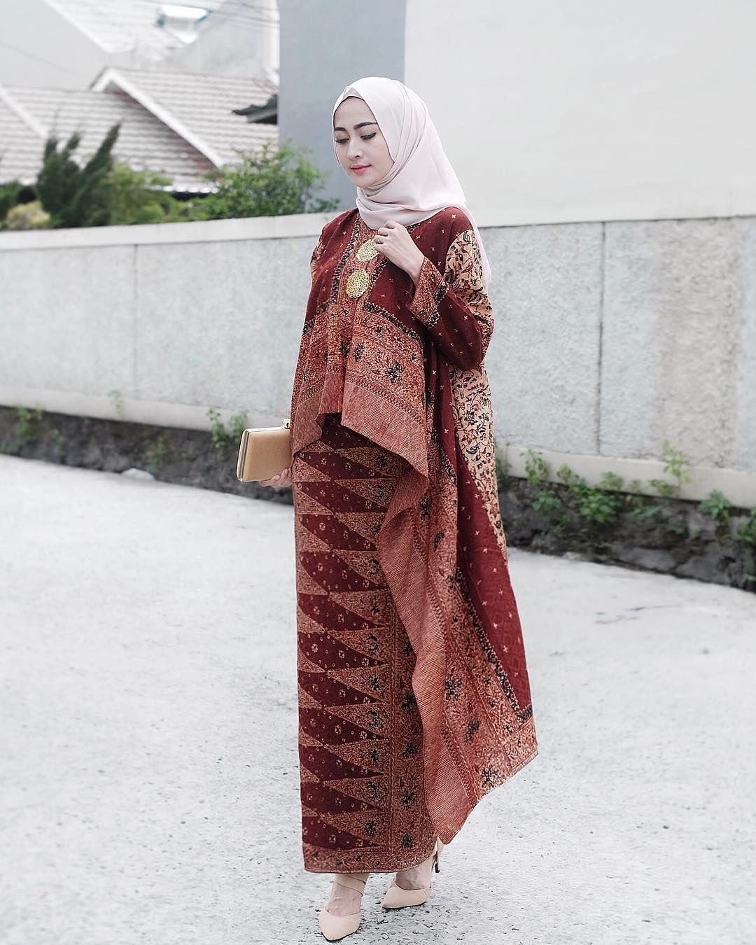 Berdetail Asimetris Hingga Cape, Ini 5 Inspirasi Gaun Pesta Muslimah