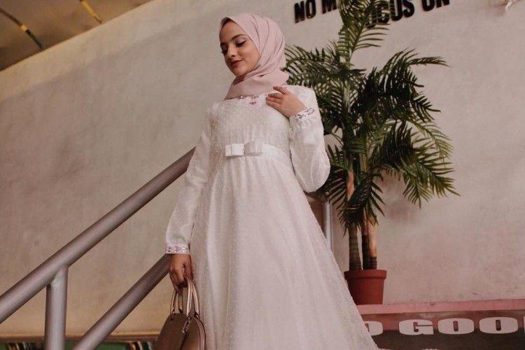 Berdetail Asimetris Hingga Cape Ini 5 Inspirasi Gaun Pesta Muslimah