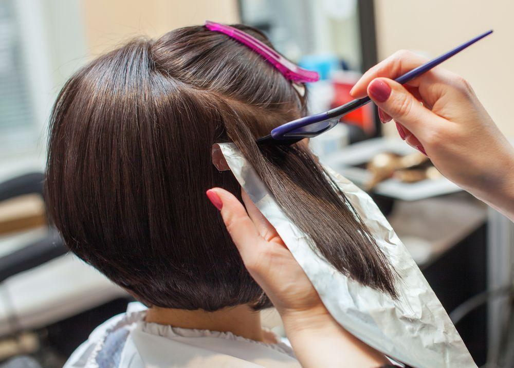 Nggak Perlu ke Salon, Ini 5 Tips Ampuh Mewarnai Rambut Tanpa Bleaching