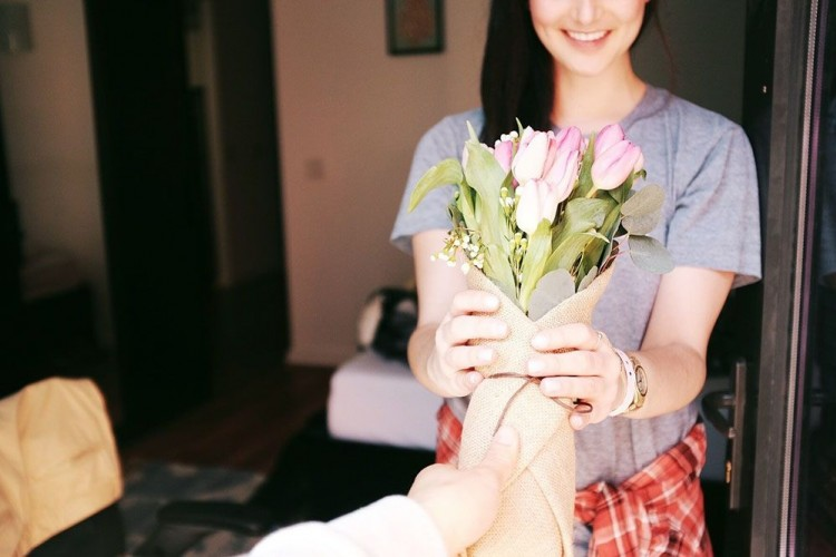 11 Rekomendasi Hadiah Ulang Tahun untuk Istri Tercinta a la Popbela
