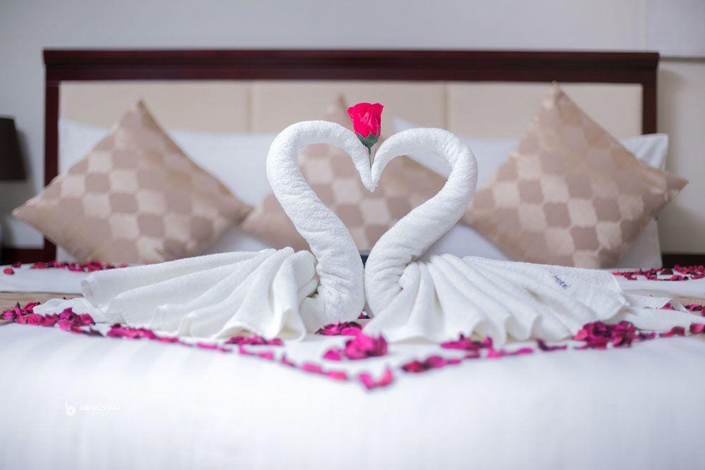 Tips Malam Pertama untuk Pengantin Baru yang Romantis dan Berkesan