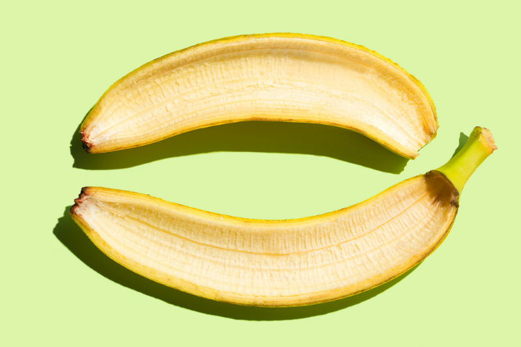 6 Bahan Alami untuk Memutihkan Gigi yang Bisa Kamu Coba