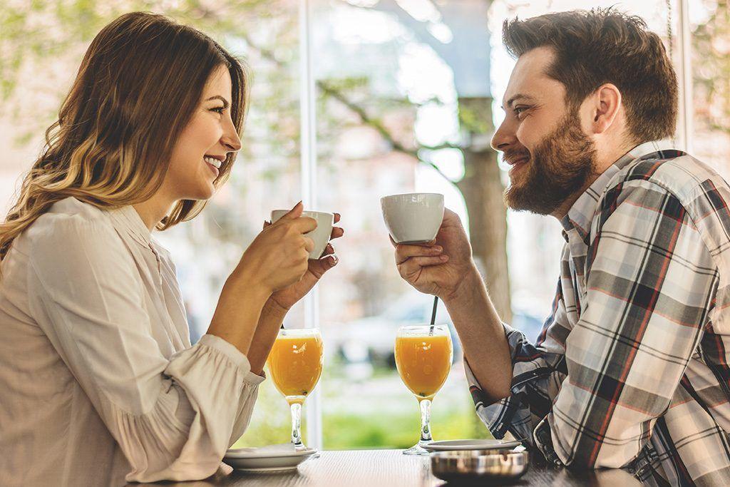 Ingat 6 Hal Ini, Saat Kamu Ingin Berpacaran dengan Teman Sendiri